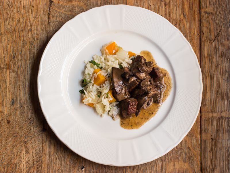 Ischnoderma with beef, peppers and rice