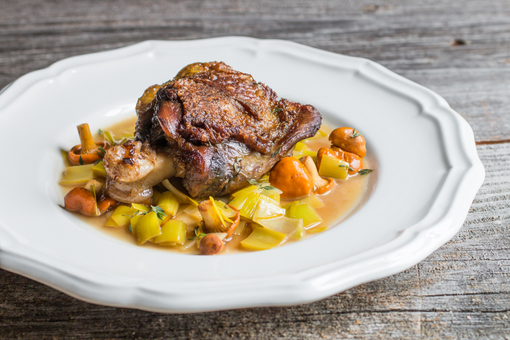 Peacock thigh confit with chanterelles and leeks