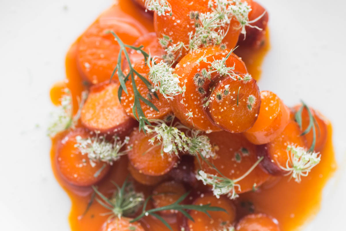 Heirloom Carrots Cooked in Carrot Juice, With Wild Carrot Flowers_-4